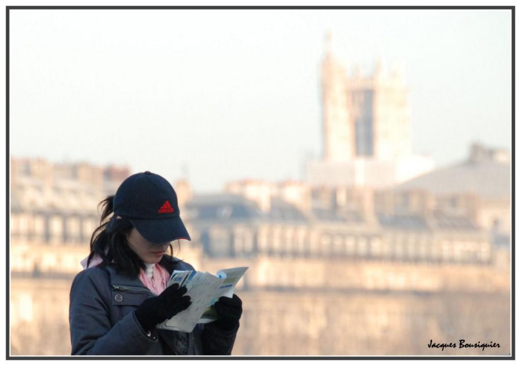 jolie touriste à Paris