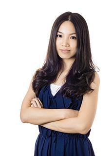 femme asiatique robe bleue