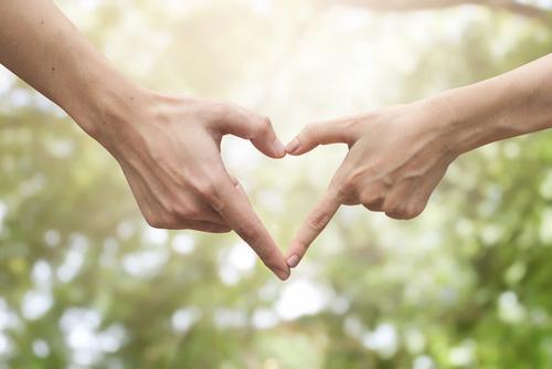main forme un coeur