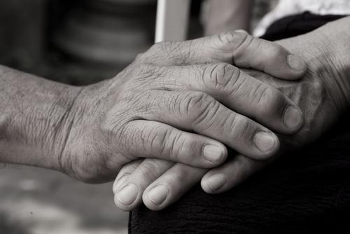 main de seniors