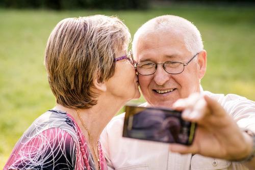 selfie d'un couple senior